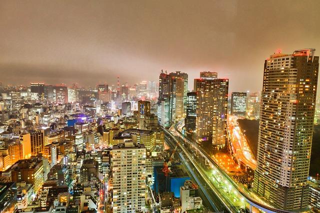 都会を見下ろしている画像