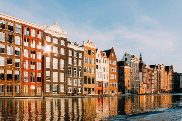 オランダの街並みがある画像