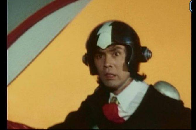 イナズマンで渡五郎がヘルメットをかぶっている画像
