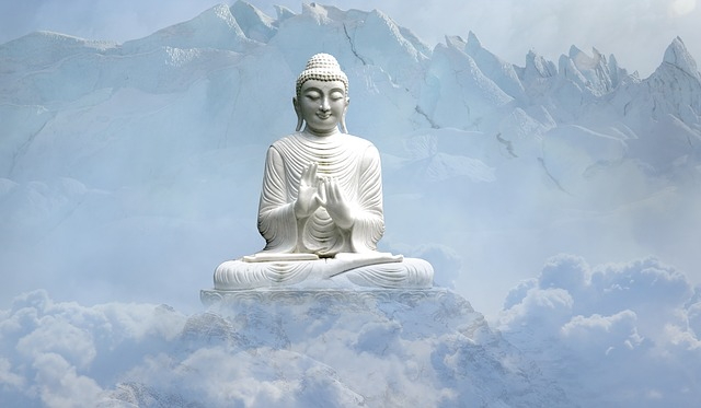仏の石像がある画像