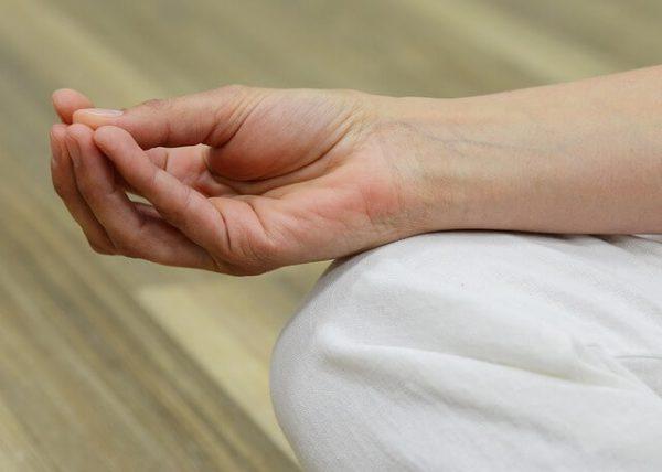 瞑想 やり方 手の位置